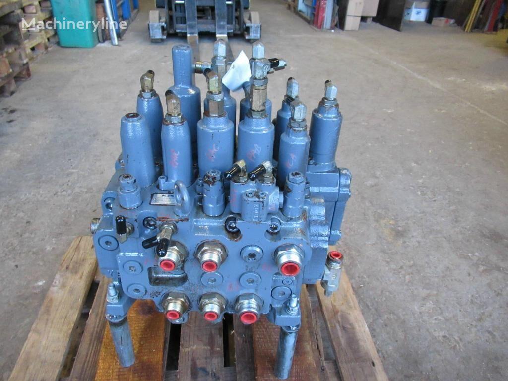 rozdzielacz hydrauliczny KAWASAKI KMX154C/B33041E-10 (YN30V00071F3) do koparki
